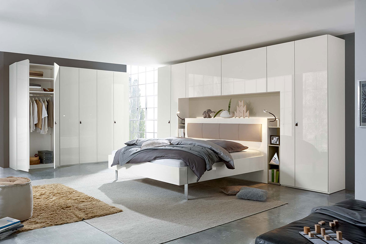 Loddenkemper-bedrooms_bridge_high-gloss-bianco-white-sahara-lacquer-9320-13-AM-(1)